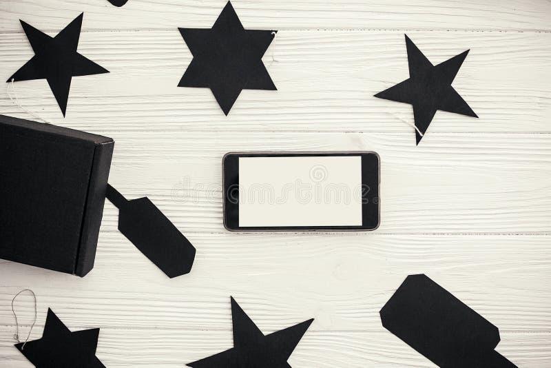 Configuration plate de vente de Black Friday Téléphone avec le cadeau vide b de noir d'écran photos stock