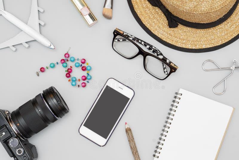 Configuration plate de vue supérieure, voyage de la femme et articles de concept de vacances Vue supérieure avec l'espace de copi images libres de droits