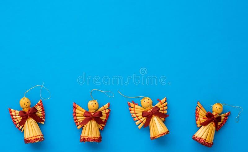 Configuration plate des décorations scandinaves de paille de Noël formées comme a images stock