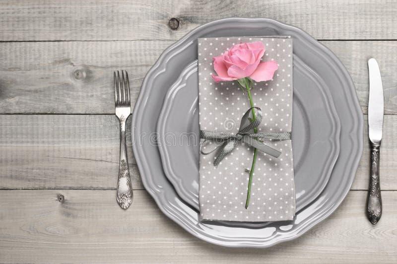 Configuration romantique de table photo libre de droits