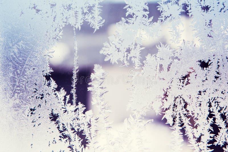 Configurations de glace sur la glace de l'hiver image stock