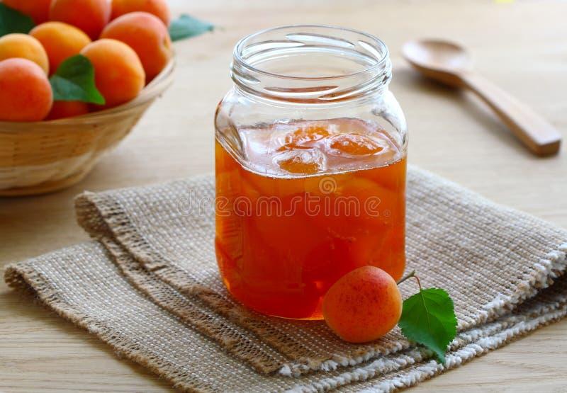 Confiture d'abricot images stock
