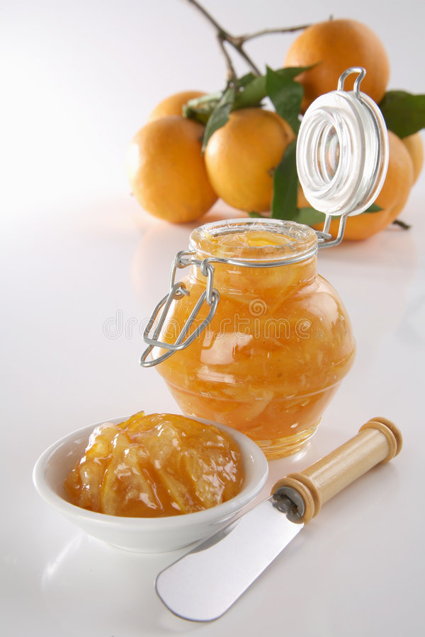 Confiture d'oranges faite maison images stock