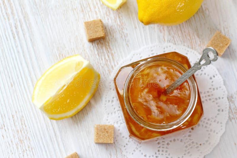 Confiture de citron dans le pot photographie stock