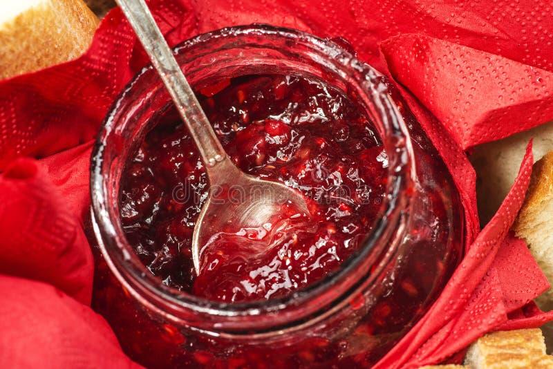 Download Confiture De Fraise Dans Un Pot Photo stock - Image du homemade, dessert: 76082004