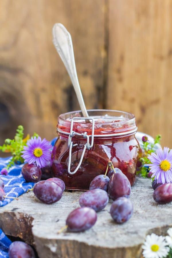 Download Confiture De Prune De Pot De Cuisine De Fin D'été Image stock - Image du gelée, cuisinier: 76090747