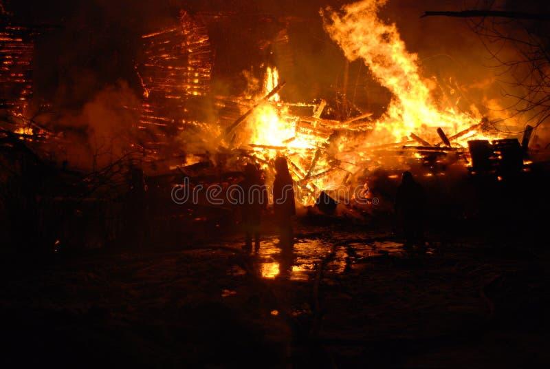 Conflagración/bomberos ardiendo /fire, gente en el fuego imágenes de archivo libres de regalías