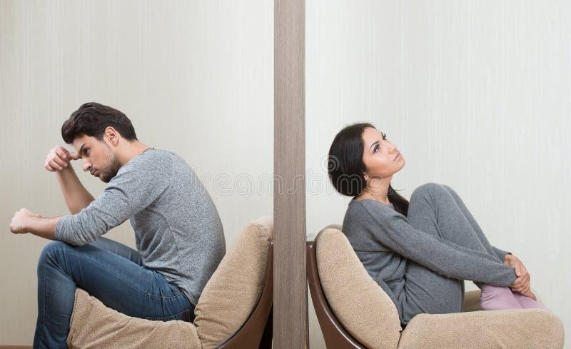 Conflict tussen de mens en vrouw stock afbeelding
