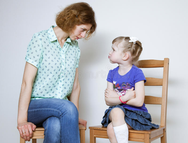 Conflict tussen moeder en dochter stock fotografie