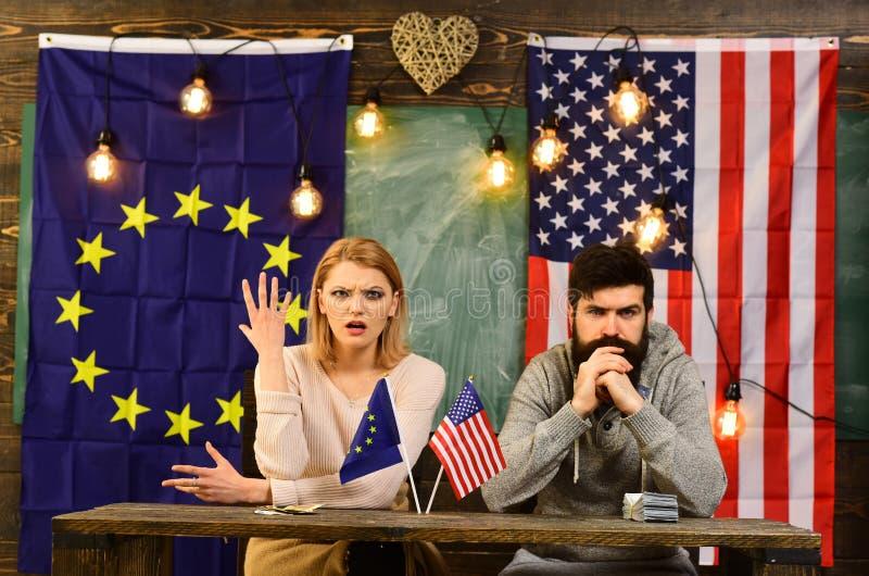conflicto de la política exterior negociación del contrato y regulación del negocio Sociedad entre los E.E.U.U. y la unión europe imagen de archivo