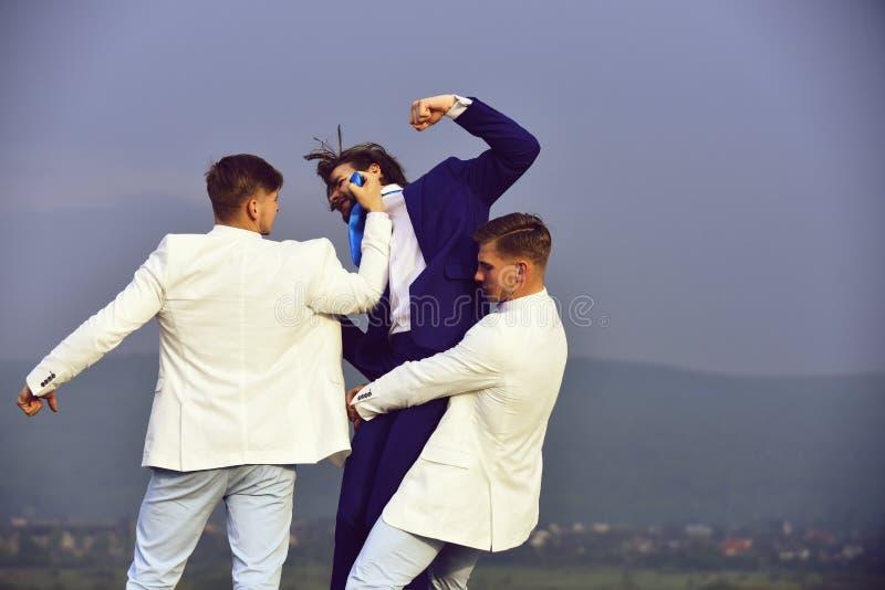 Conflicto del negocio, conflicto del interés, presión y raidership, jefe y empleado imagen de archivo