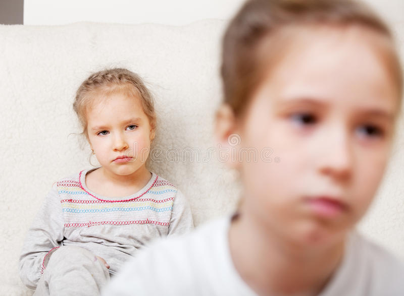 Conflicto entre los niños imagenes de archivo