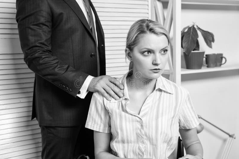 Conflit de directeur Harc?lement sexuel sur le travail et le lieu de travail Harc?lement sexuel de main d'oeuvre photo libre de droits