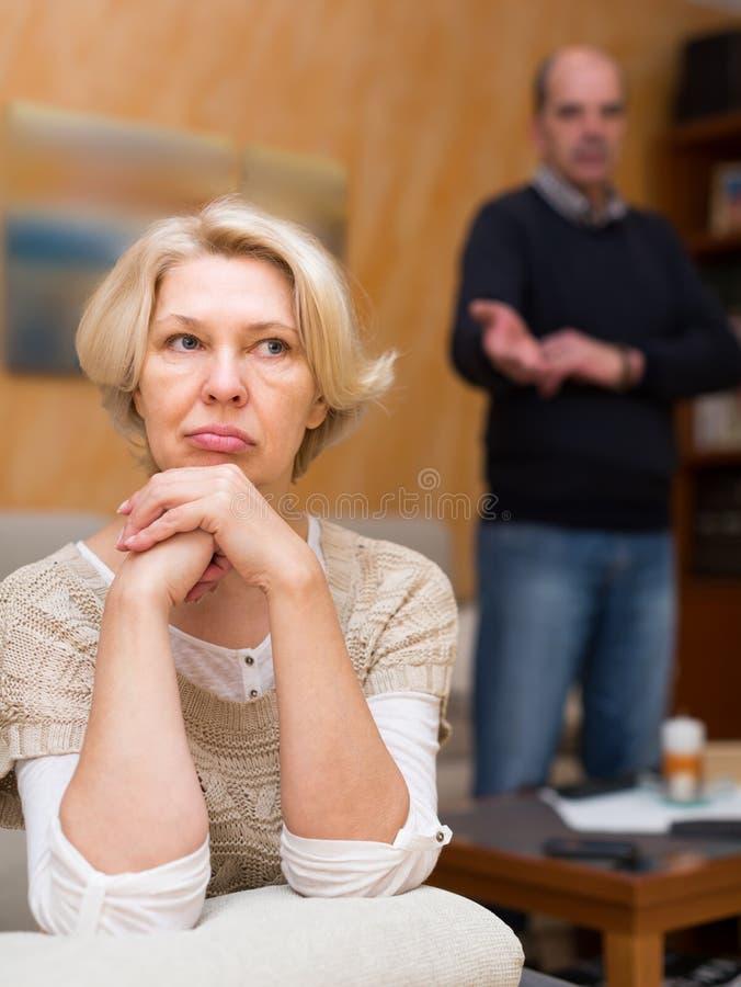 Conflit de famille dans les couples supérieurs image libre de droits