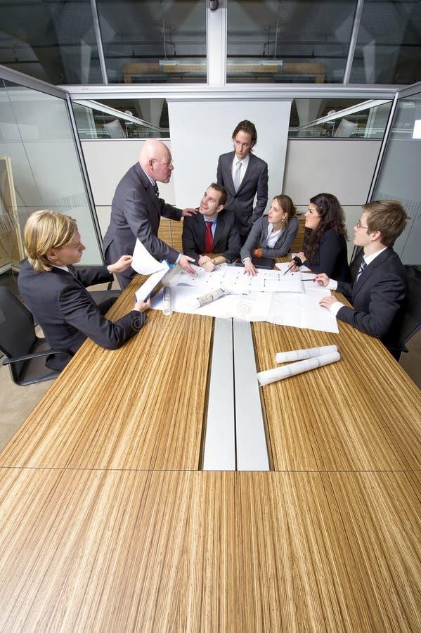 Conflit de salle de réunion  photo libre de droits