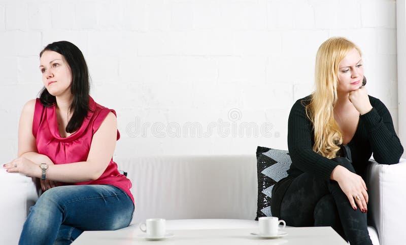 Conflit entre deux femmes photographie stock libre de droits