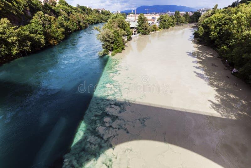 Confluencia del Rhone y Arve Rivers en Ginebra fotos de archivo