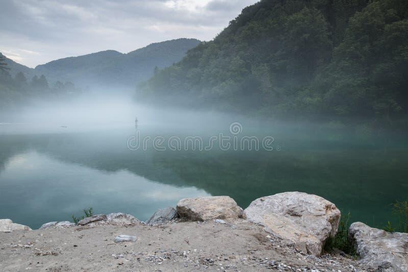 Confluent brumeux de rivière de Soca et de Tolminka en Slovénie photos libres de droits