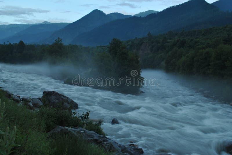 Confluent de Beas de rivière chez Kullu Manali photographie stock libre de droits