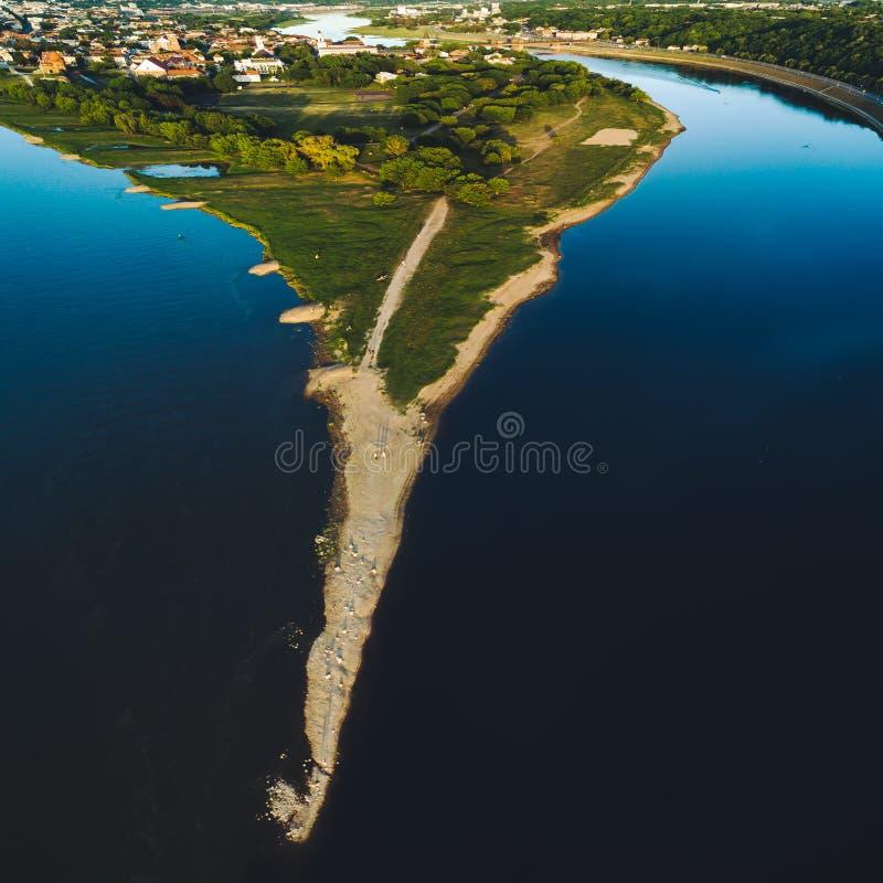 Confluent de deux rivières Namunas et Neris dans la vieille ville de Kaunas image libre de droits
