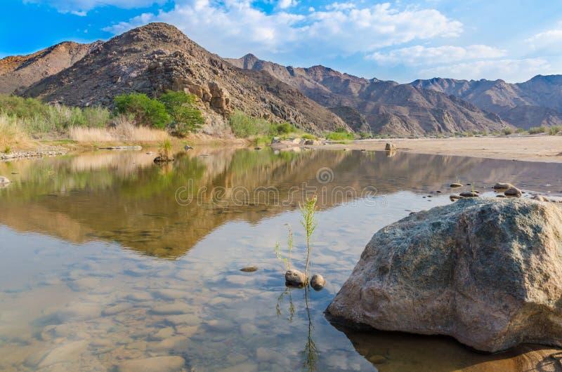 Confluent de rivière grande de poissons et de rivière orange dans les sud de la Namibie, Afrique méridionale image libre de droits