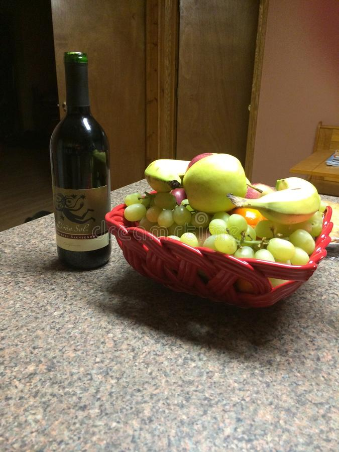 Conforto das uvas e do vinho fotografia de stock royalty free