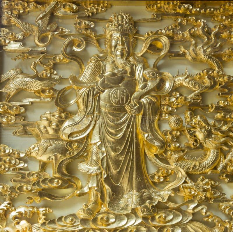 Confuicious gjorde i guld arkivbild