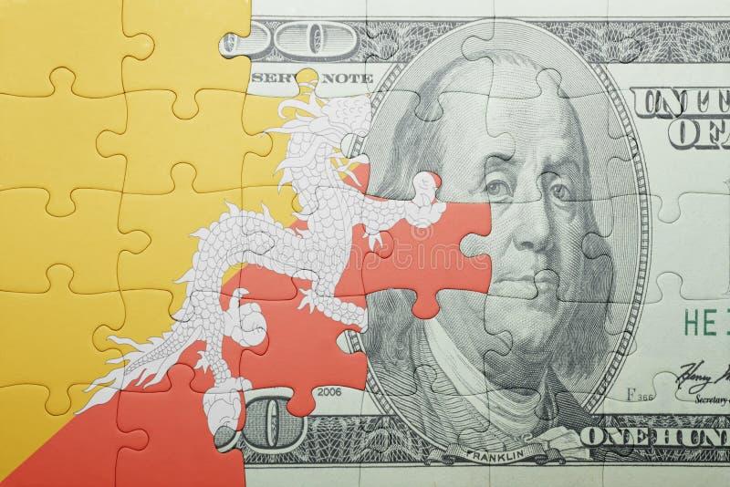 Confunda com a bandeira nacional da cédula de bhutan e de dólar fotografia de stock