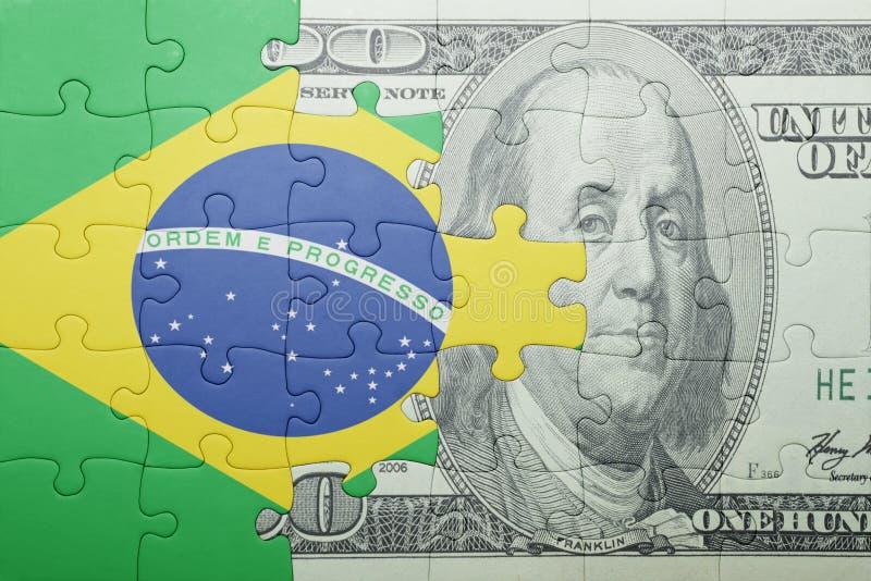 Confunda com a bandeira nacional da cédula de Brasil e de dólar foto de stock royalty free