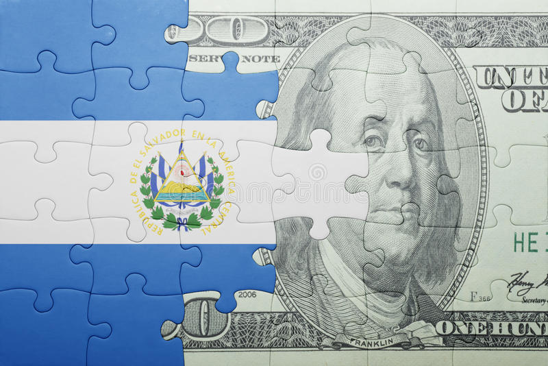 Confunda com a bandeira nacional da cédula de El Salvador e de dólar fotografia de stock