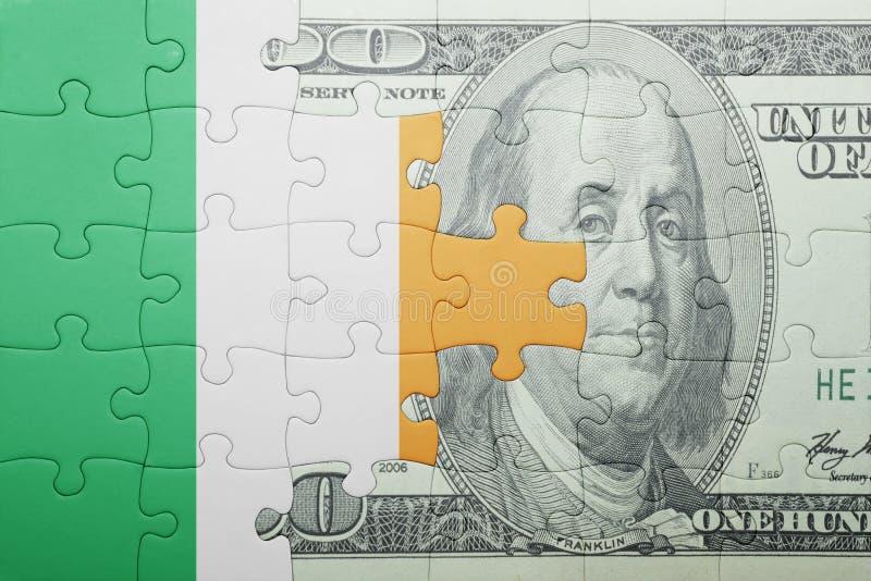 Confunda com a bandeira nacional da cédula de ireland e de dólar foto de stock