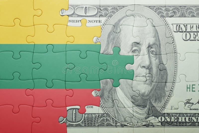 Confunda com a bandeira nacional da cédula de lithuania e de dólar imagens de stock royalty free