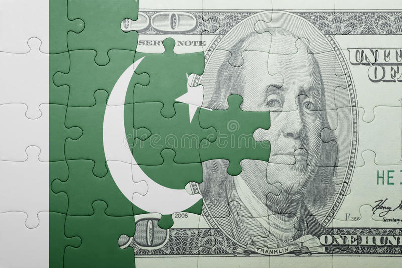 Confunda com a bandeira nacional da cédula de Paquistão e de dólar imagem de stock