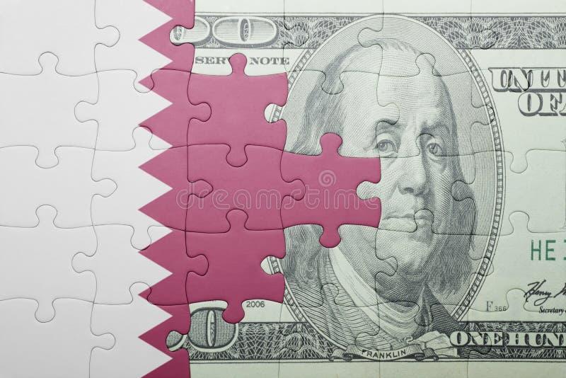 Confunda com a bandeira nacional da cédula de qatar e de dólar fotografia de stock