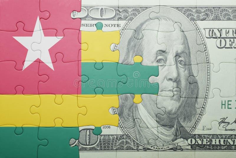 Confunda com a bandeira nacional da cédula de togo e de dólar fotografia de stock