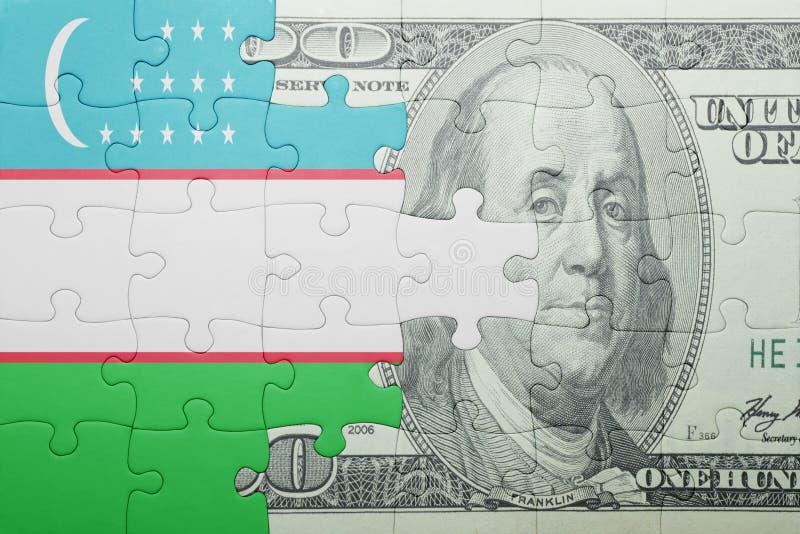 Confunda com a bandeira nacional da cédula de uzbekistan e de dólar fotografia de stock