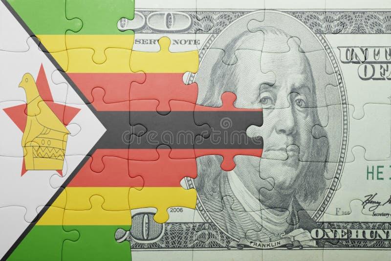Confunda com a bandeira nacional da cédula de zimbabwe e de dólar fotografia de stock