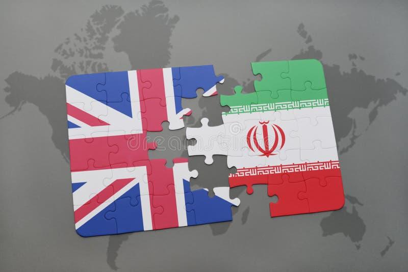 confunda com a bandeira nacional de Grâ Bretanha e de Irã em um fundo do mapa do mundo fotografia de stock royalty free