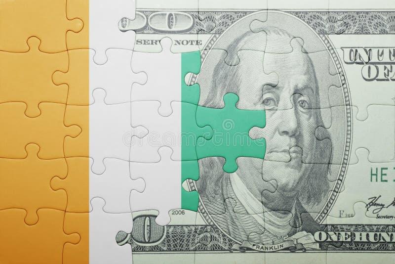 Confunda com a bandeira nacional do divoire da costa e da cédula do dólar imagem de stock royalty free