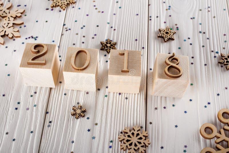 Confusão do ` s do ano novo O caos dos flocos de neve Ano novo 2018 do cenário Estrelas da lantejoula fotografia de stock royalty free