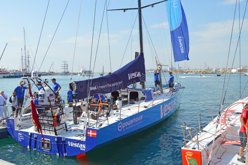 Congé de Team Vestas Wind Prepare To pour le début de la course d'océan de Volvo image stock