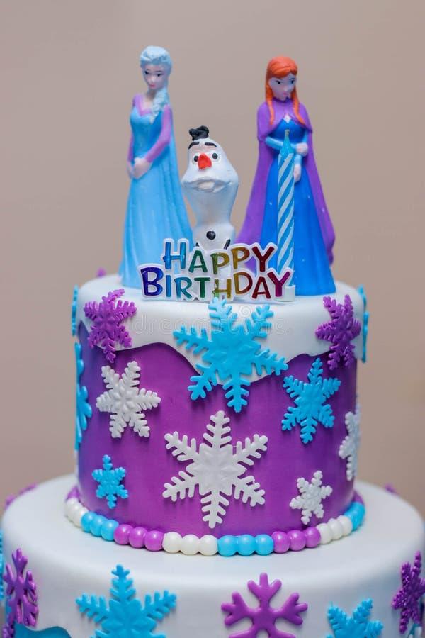 Congelato loro torta di compleanno fotografie stock libere da diritti