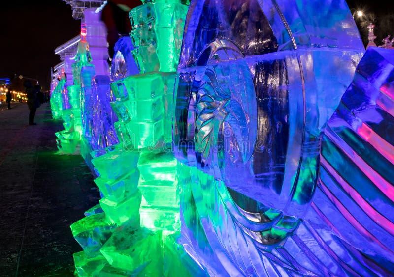 Congele a cidade com esculturas na cidade de Yekaterinburg, 2016 imagem de stock