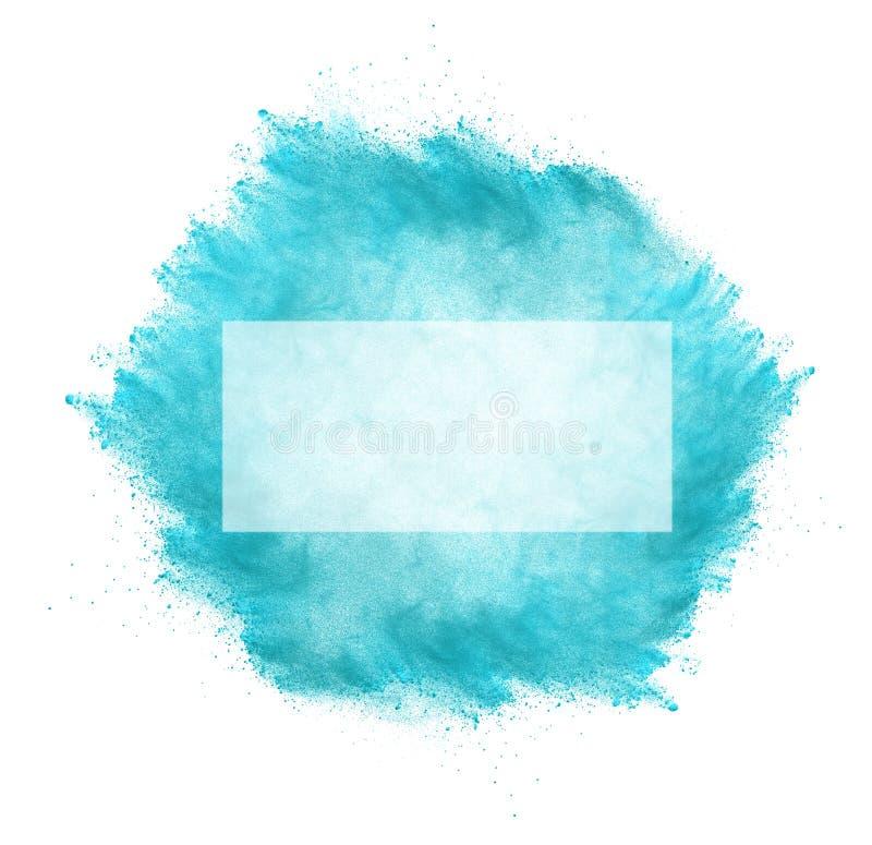 Congele el movimiento de la explosi?n de polvo azul aislada en el backgroun blanco fotos de archivo libres de regalías