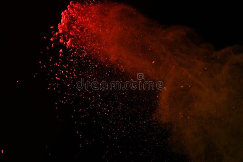 Congele el movimiento de las explosiones coloridas del polvo aisladas en vagos negros fotografía de archivo