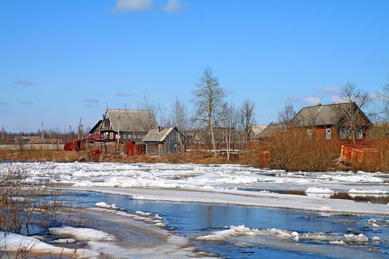 Download Congele no rio imagem de stock. Imagem de velho, coldness - 12800843
