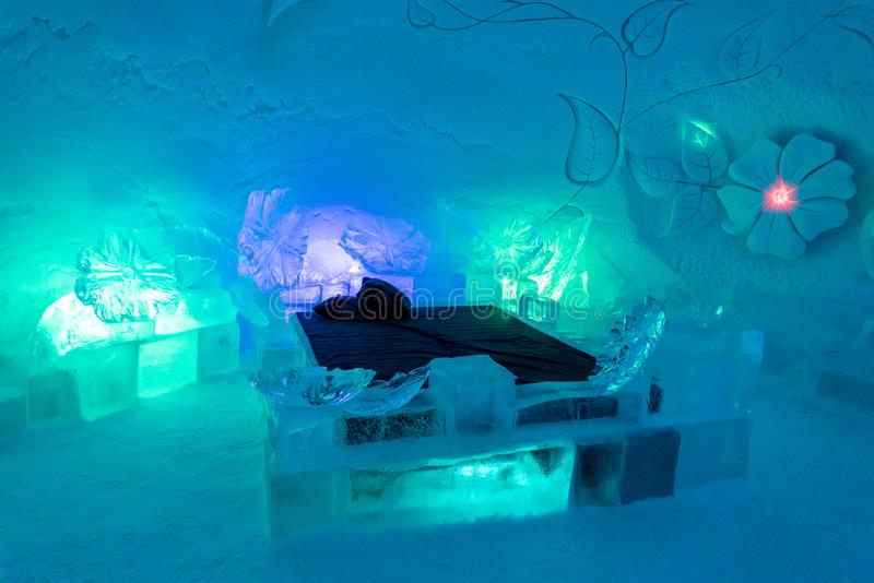Congele o hotel em Lapland perto de Sirkka, Finlandia fotografia de stock royalty free
