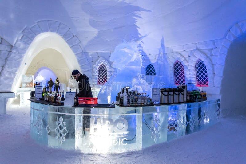 Congele o hotel em Lapland perto de Sirkka, Finlandia fotografia de stock