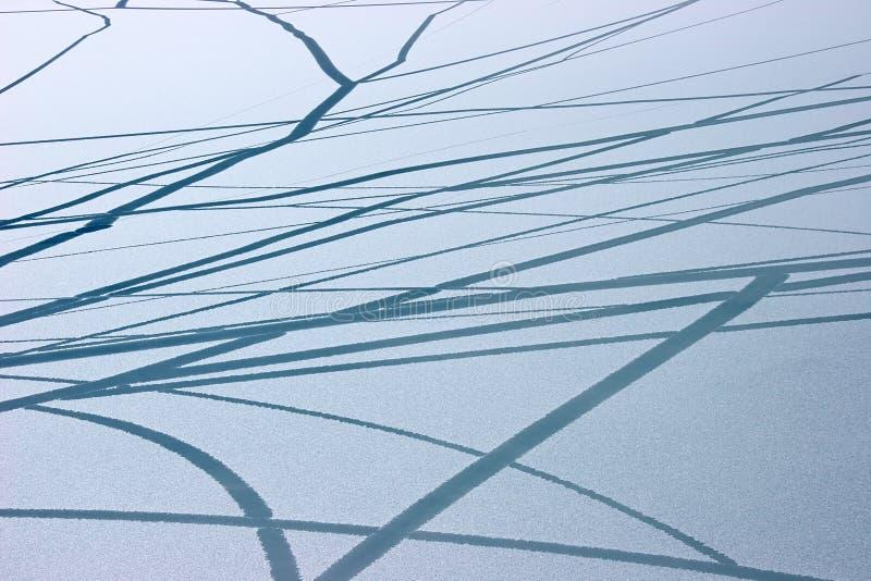 Congele o teste padrão das rachaduras na superfície do lago, Himalaya imagens de stock royalty free