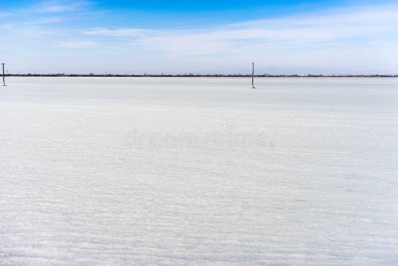 congelou a lagoa Kalochori em Grécia imagem de stock